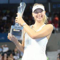 La tenista Maria Sharapova, celebra su triunfo hoy en el torneo de Brisbane. EFE
