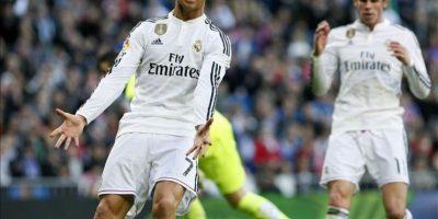 El delantero portugués del Real Madrid, Cristiano Ronaldo, en un momento del partido de su equipo ante el Espanyol, de la decimoctava jornada de liga en Primera División que se disputa esta tarde en el estadio Santiago Bernabéu. EFE