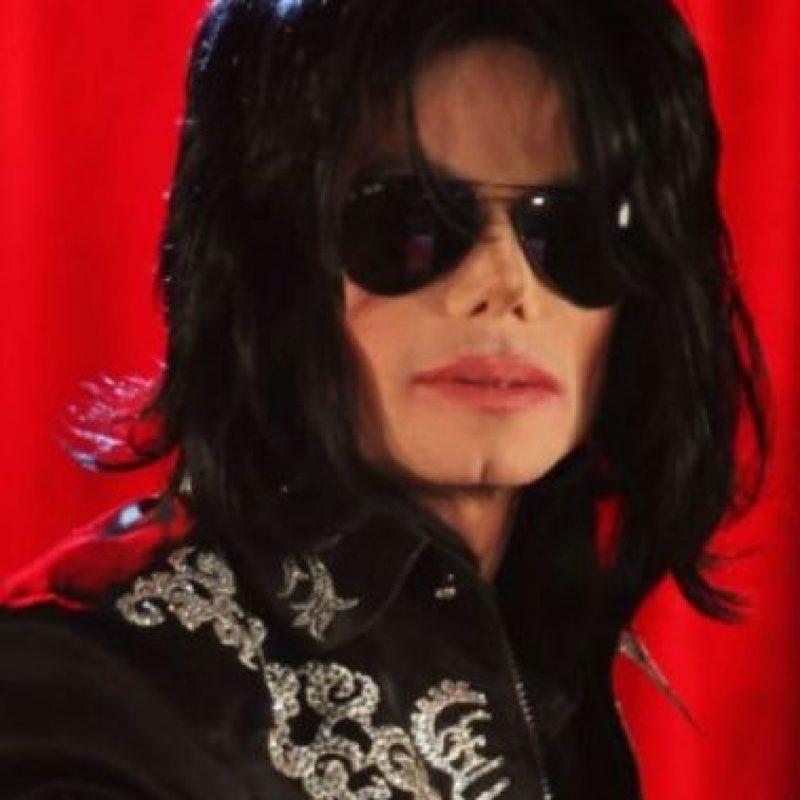 En la mañana del 25 de junio de 2009, Michael Jackson sufrió un paro cardiorrespiratorio en su mansión alquilada de Holmby Hills, donde murio minutos después Foto:Getty Images