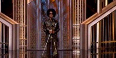 Prince apareció con un look desconcertante Foto:Twitter