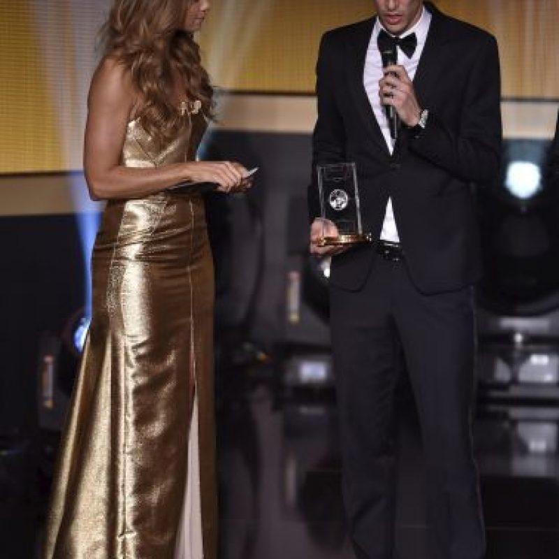 Ángel Di María al recibir su reconocimiento. Foto:AFP
