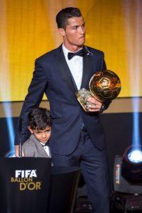 Ronaldo junto a su hijo. Foto:Getty Images