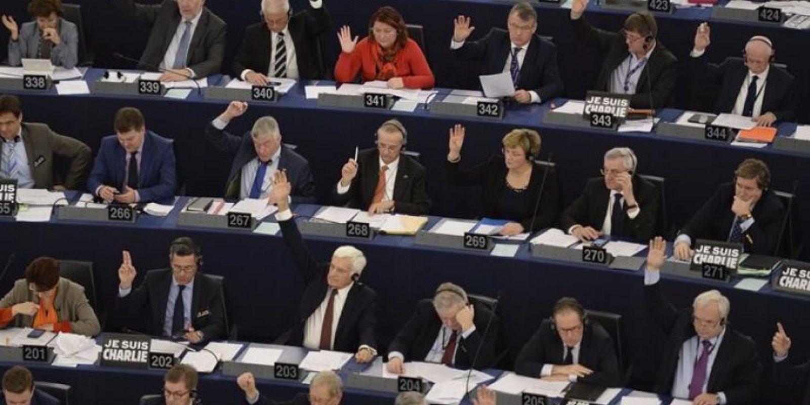 Los miembros del Parlamento Europeo (PE) votan sobre la posibilidad de que los Estados miembros restrinjan o prohíban el cultivo de Organismos Genéticamente Modificados (OMG), durante la sesión plenaria en Estrasburgo (Francia). EFE