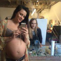 Liv Tyler es otra famosa que está embarazada y, por el tamaño de su barriga, se ve que el bebé nacerá muy pronto. Foto:Instagram