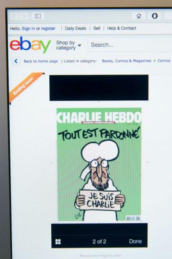 """En la portada de este número especial se puede ver a Mahoma con un cartel en el que dice """"Soy Charlie"""" y el titular """"Está todo perdonado"""". Foto:Getty Images"""