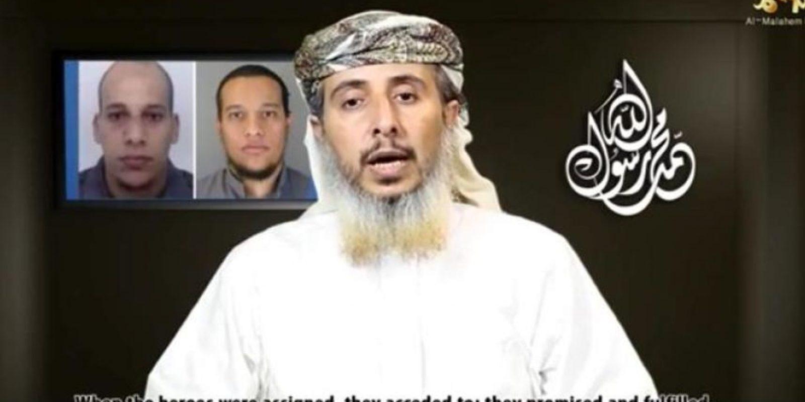 Captura de un video publicado hoy por Al Malahem Media en el que el dirigente militar de AQPA Nasr bin Ali al Anesi asume la responsabilidad del atentado contra el semanario satírico Charlie Hebdo. EFE/Al-Malahem Media