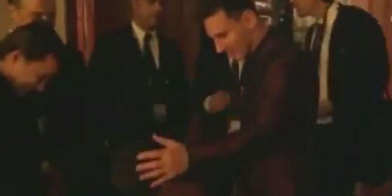 El momento en que Messi saluda al hijo de Cristiano Ronaldo. Foto:vía YouTube