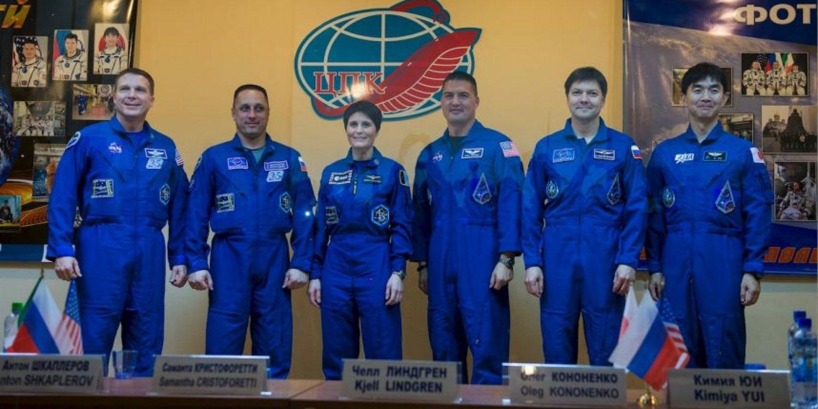 De izquierda a derecha: Terry Virts, Anton Shkaplerov, Samantha Cristoforetti, Kjell Lindgren, Oleg Kononenko, Kimiya Yui Foto:Getty Images