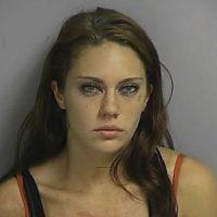 Linda Baker arrestada por poseción de drogas.