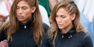 Jennifer Lopez y su doble para uno de sus videos, es su doble de acción, aunque no lo crea.