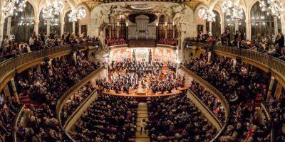 """El director venezolano Gustavo Dudamel y los músicos de la Orquesta Sinfónica de Venezuela """"Simón Bolívar"""", actuaron hoy en Palau de la Música Catalana, en Barcelona. EFE"""