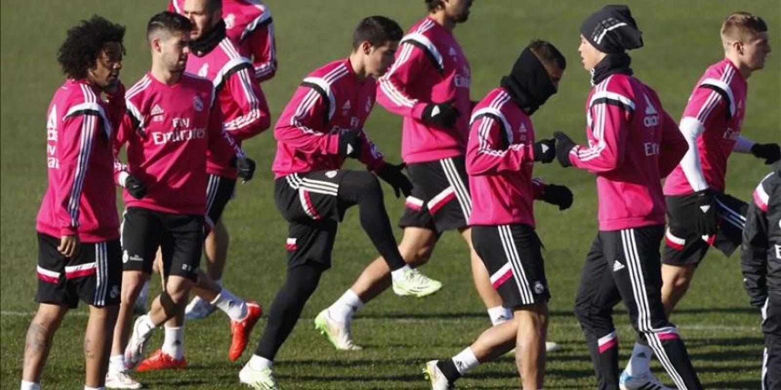 Los jugadores del Real Madrid, durante el entrenamiento que el equipo realizó hoy en la Ciudad deportiva de Valdebebas de cara al partido de liga que disputarán mañana domingo contra el Getafe. EFE