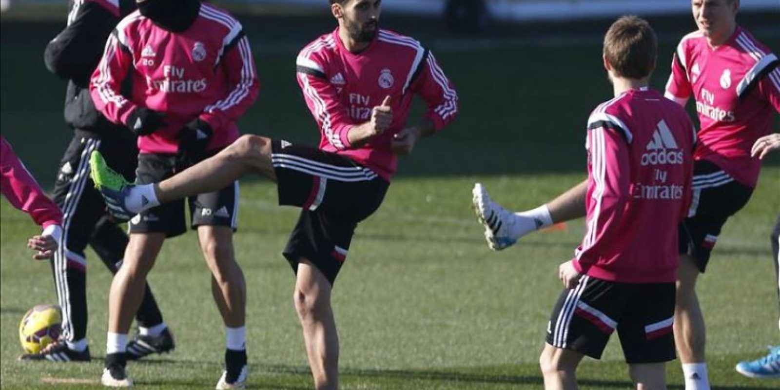 Los jugadores del Real Madrid Jesé, Alvaro Arbeloam Toni Kroos e Illarramendi,i-d., durante el entrenamiento que el equipo realizó hoy en la Ciudad deportiva de Valdebebas de cara al partido de liga que disputarán mañana domingo contra el Getafe. EFE
