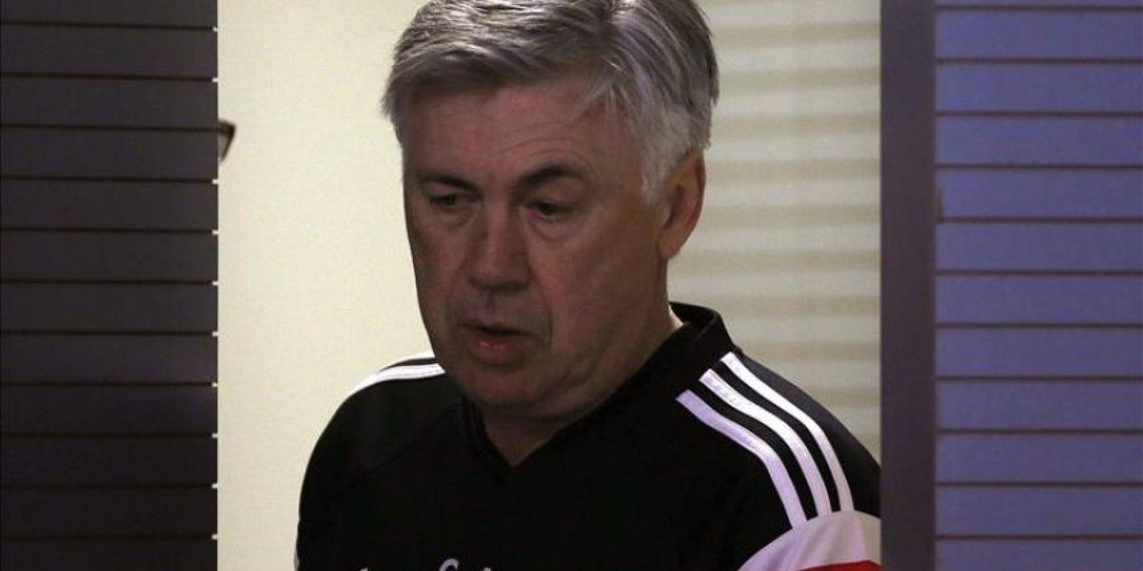 El entrenador italiano del Real Madrid, Carlo Ancelotti, poco antes de la rueda de prensa que ofreció tras el entrenamiento que el equipo realizó hoy en la Ciudad deportiva de Valdebebas de cara al partido de liga que disputarán mañana domingo contra el Getafe. EFE