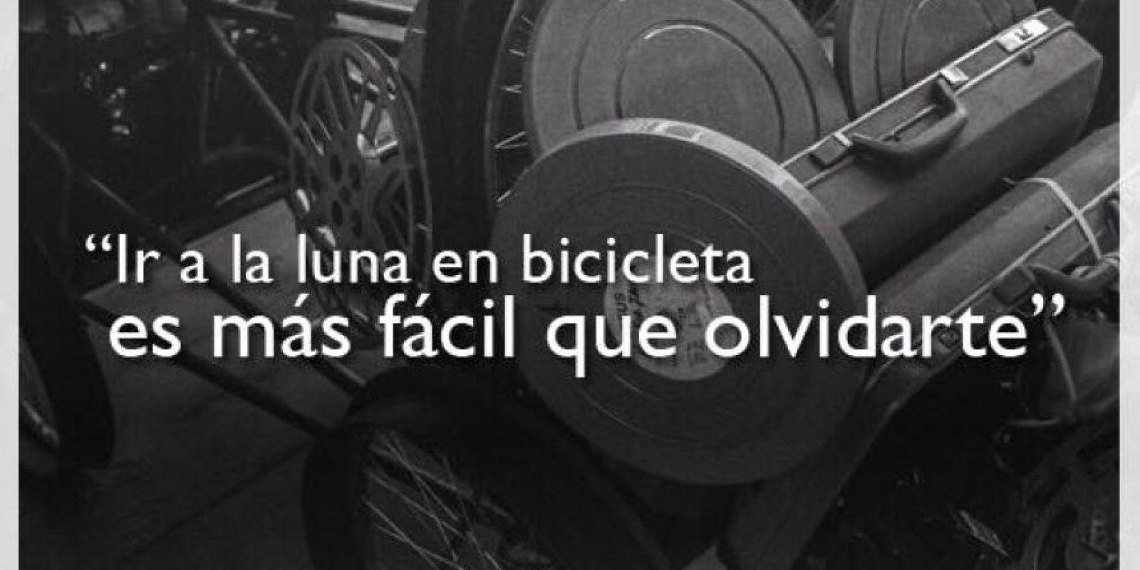 """1.- """"Ir a la luna en bicicleta es más fácil que olvidarte"""". Foto:Facebook/Ricardo Arjona"""