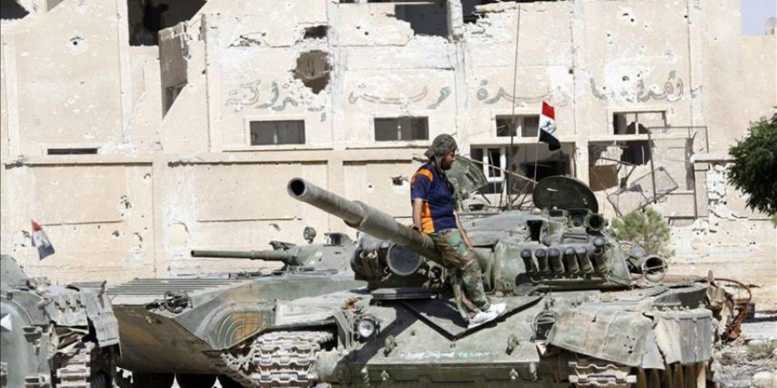 Miembros del ejército sirio recuperan la ciudad de Adra, al norte de Damasco. EFE/Archivo