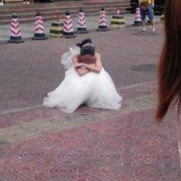 El tipo la dejó botada. Foto:Weibo