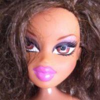 """Las populares muñecas """"Bratz"""" durante años simbolizaron a la adolescente y mujer artificial, con labios exagerados y maquillaje exuberante. Foto:Tree Change Dolls /Tumblr"""