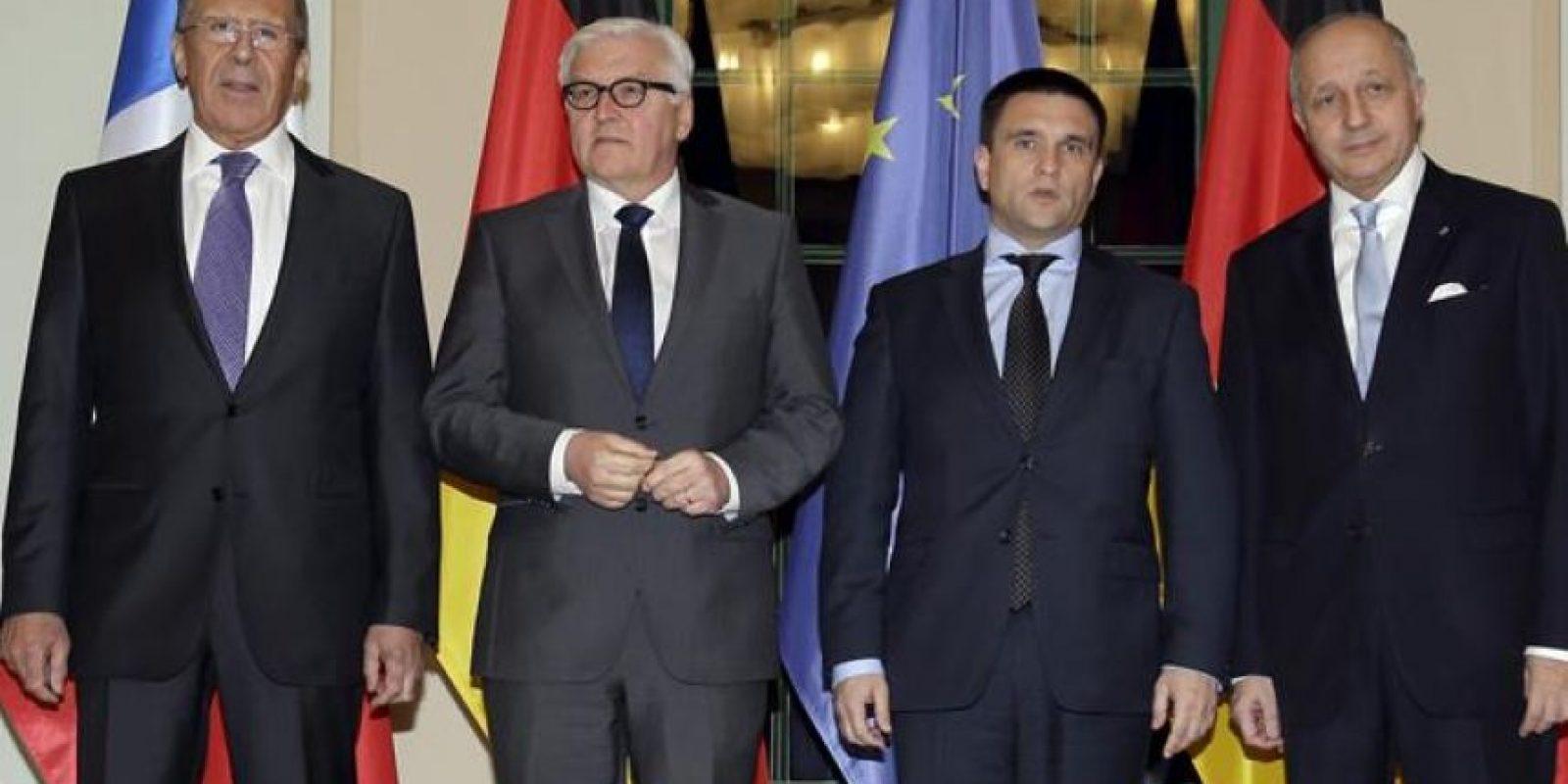 El ministro alemán de Exteriores, Frank-Walter Steinmeier (2i) junto a sus homólogos, el ruso, Sergei Lavrov (i), el ucraniano, Pavló Klimkin (2d) y el francés, Laurent Fabius (d) antes de su encuentro en Berlín, Alemania. EFE