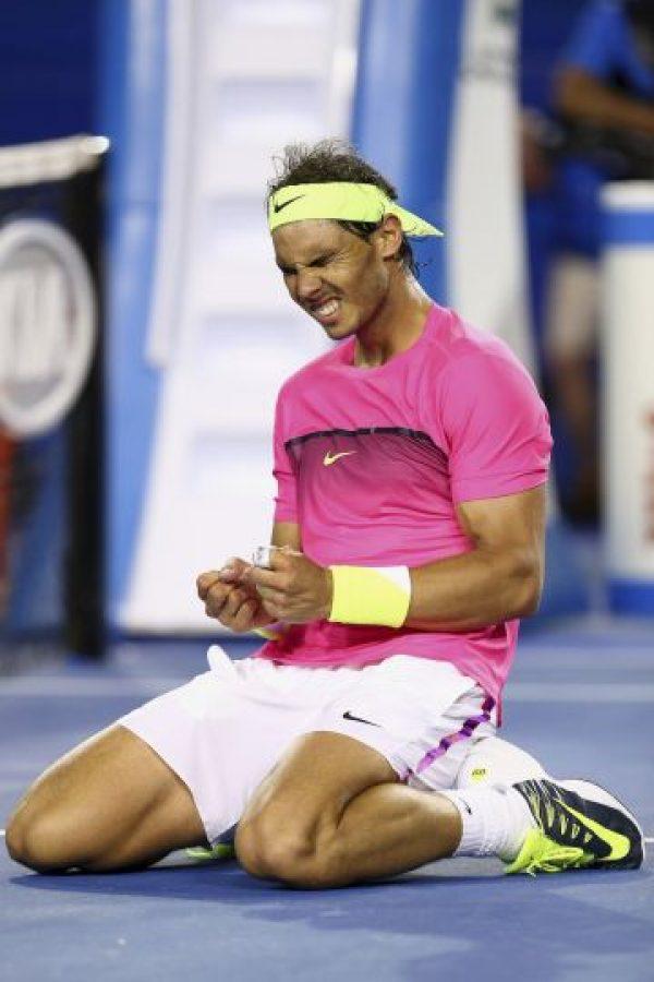 El tenista Rafael Nadal sufrió para avanzar a la tercera ronda del Australian Open. Foto:Getty Images