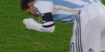 El jugador del Barcelona ha vomitado en la cancha en diferentes ocasiones. Foto:YouTube