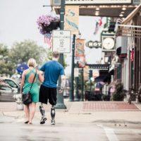 Este hombre perdió sus brazos y piernas, pero no perdió el amor de su pareja