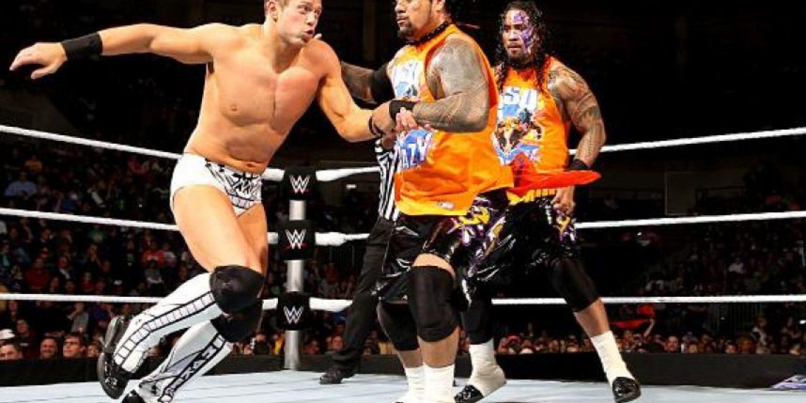 Jimmy y Jey Uso llevarán a su pareja a la batalla real Foto:WWE