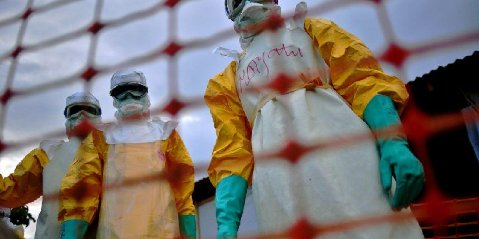 1. Según la Organización Mundial de la Salud (OMS), 20 mil 656 personas se han infectado con el virus. Foto:AFP