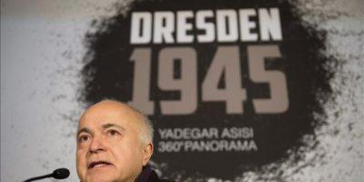 """El artista Yadegar Asisi presenta la nueva pintura panorámica de 360 grados titulada """"Dresde 1945. Tragedia y esperanza de una ciudad europea"""", en el Panómetro Asisi, en Dresde, Alemania, hoy viernes 23 de enero de 2015. EFE"""