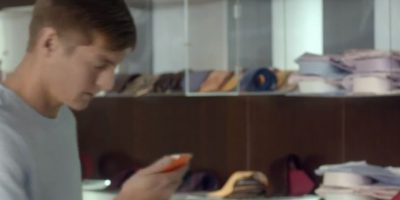 Toni Kroos recibe el mensaje. Foto:TURISMOMADRID
