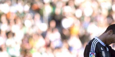 El delantero portugués del Real Madrid Cristiano Ronaldo sale del terreno de juego tras expulsado en el partido ante el Córdoba de la vigésima jornada de liga en Primera División que se disputó en el estadio Nuevo Arcángel. EFE
