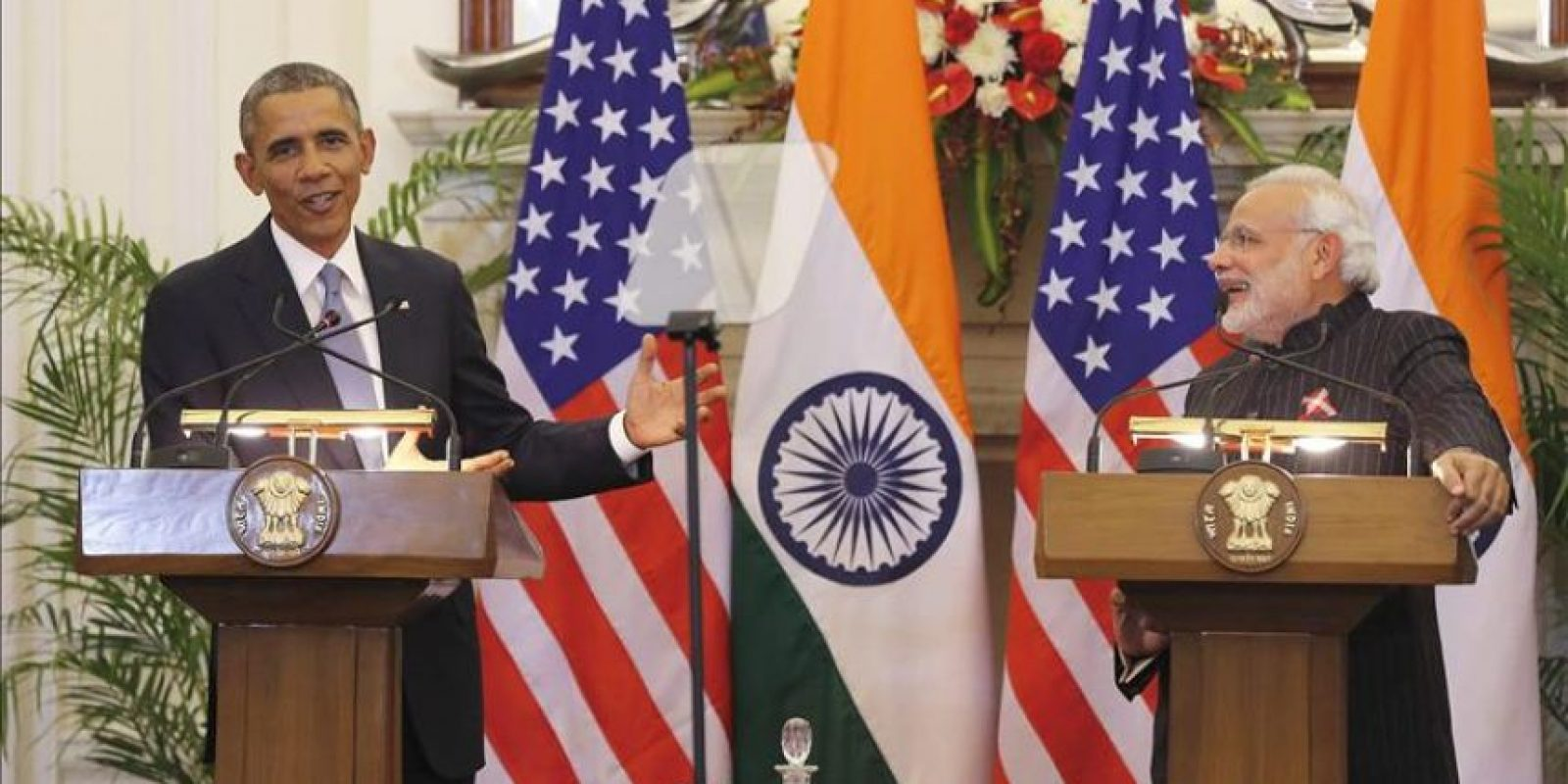 El primer ministro indio Narendra Modi (d) y el presidente estadounidense Barack Obama durante una conferencia de prensa conjunta en Nueva Delhi, India. EFE