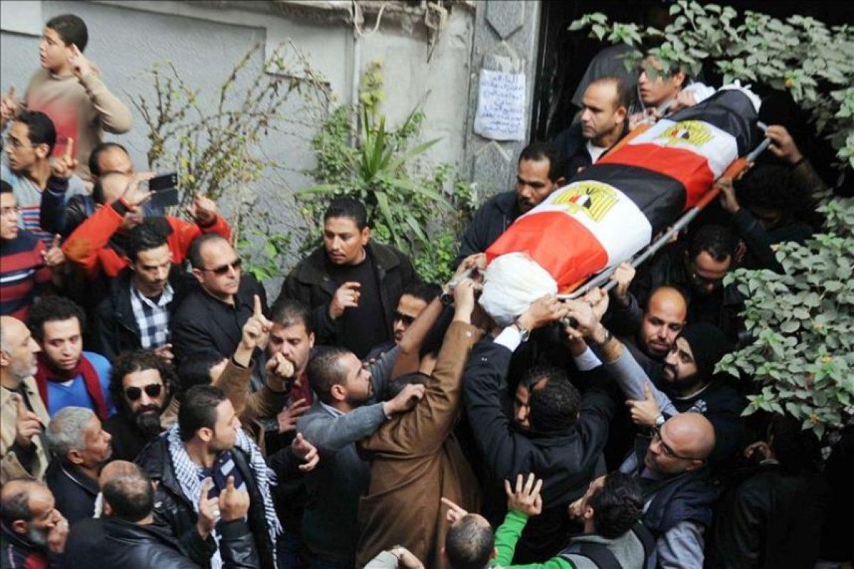 Funeral de la activista Shaima Sabag, muerta ayer en El Cairo al disolver la policía una concentración cerca de la emblemática plaza Tahrir en Alejandría, Egipto. EFE