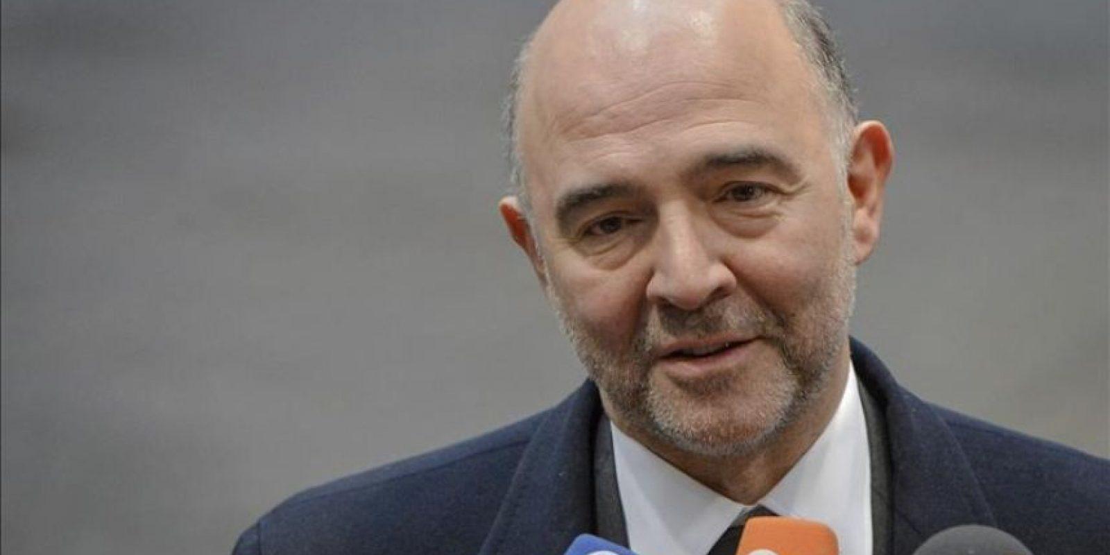 El comisario europeo de Economía, Pierre Moscovici, a su llegada a la reunión de los ministros de Economía y Finanzas de la UE, en la sede del Consejo Europeo en Bruselas, Bélgica, hoy. EFE