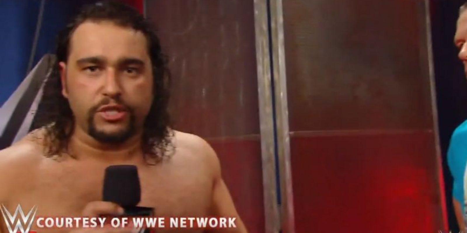 Pero Rusev le quitó el micrófono Foto:WWE