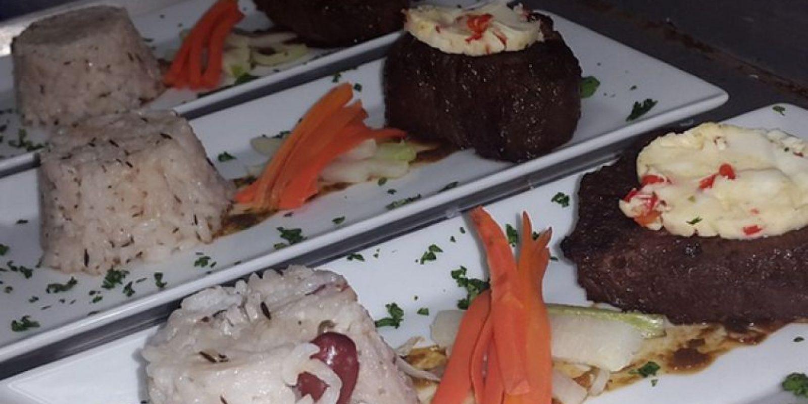 Cuando les decimos que sabe cocinar es que sabe cocinar. Un plato jamaiquino hecho por ella. Foto:Facebook/Kaci Fennell.