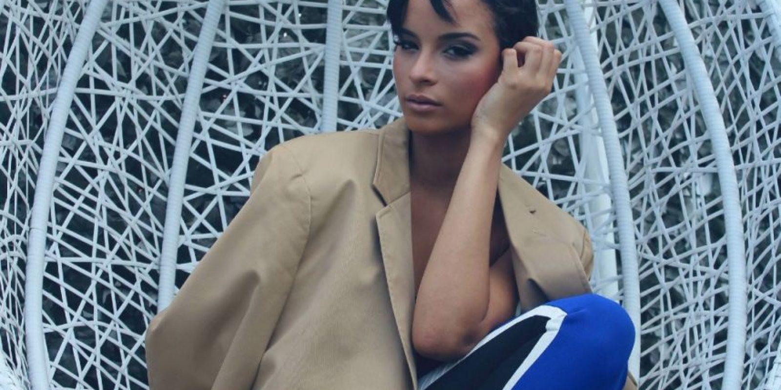 En la página de Miss Universo la comparan con un ícono femenino: Audrey Hepburn. Foto:Facebook/Kaci Fennell.