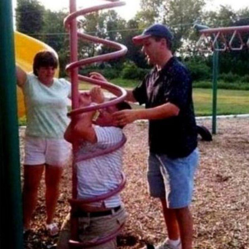 ¿Pero para qué se metió ahí? Foto:StupidPeople.com