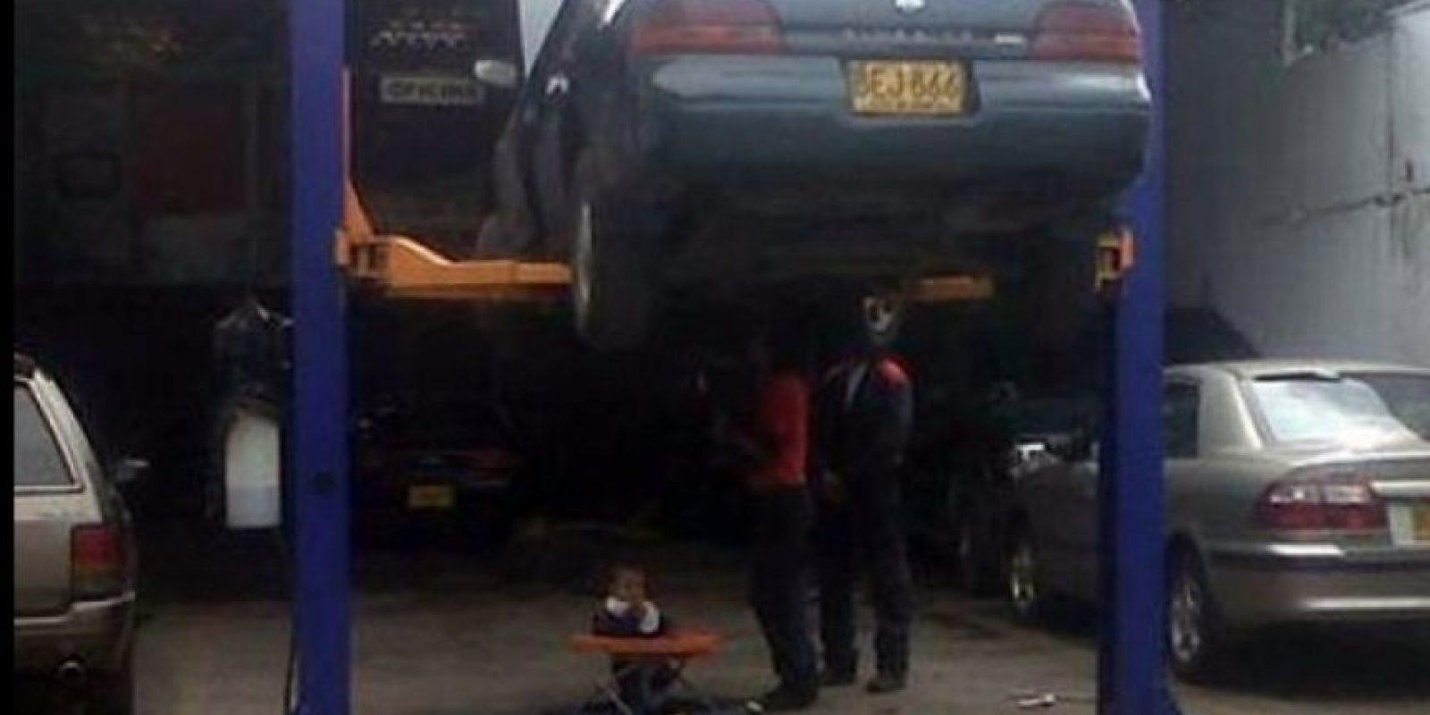 Qué buen padre. Foto:StupidPeople.com