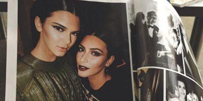 Razones tiene Kim para enojarse. 1. Según OK! Magazine, Kendall le estaría robando el protagonismo. No es para menos, Esteé Lauder firmó contrato con Kendall, dejando a Kim a un lado. Foto:Instagram/Kendall Jenner