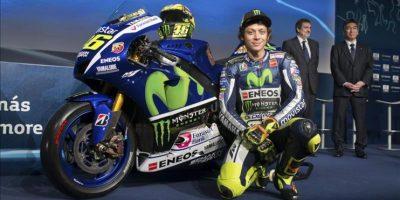 El piloto italiano Valentino Rossi posa para los medios durante la presentación oficial del equipo Movistar Yamaha, del Mundial MotoGP, que ha tenido lugar hoy en Madrid. EFE