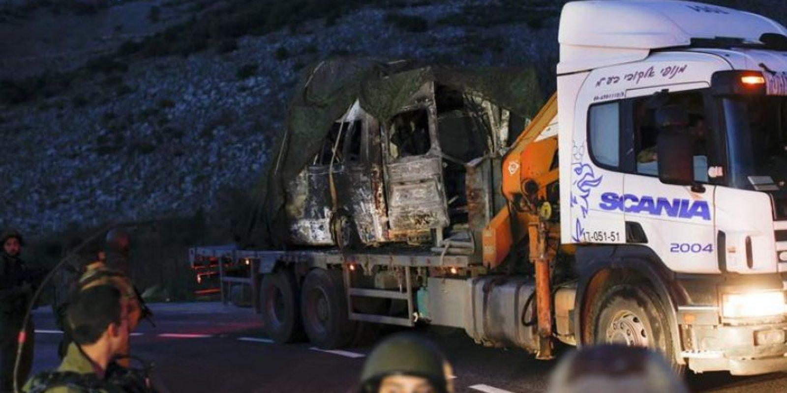 Vista del vehículo militar israelí alcanzado por un misil antitanque disparado por el grupo libanés chií Hizbulá contra un convoy militar, en Har Dov, en la frontera de Israel con el Líbano, cerca del lugar donde se produjo el citado ataque de Hizbulá, hoy, miércoles 28 de enero de 2015. EFE