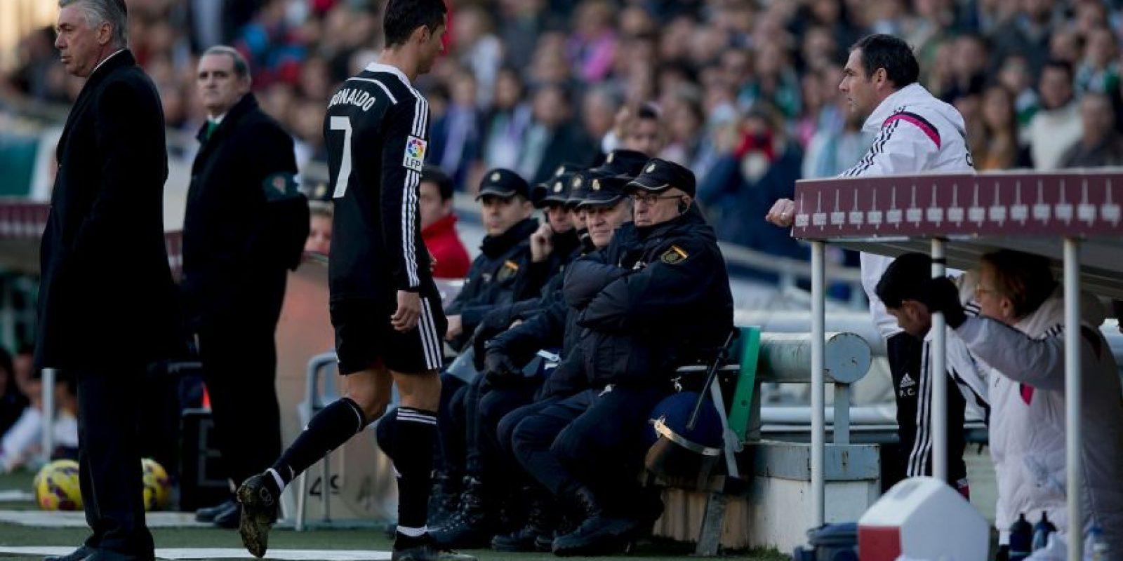 El futbolista del Valencia, Shkodran Mustafi, pidió igualdad en la Liga Foto:Getty