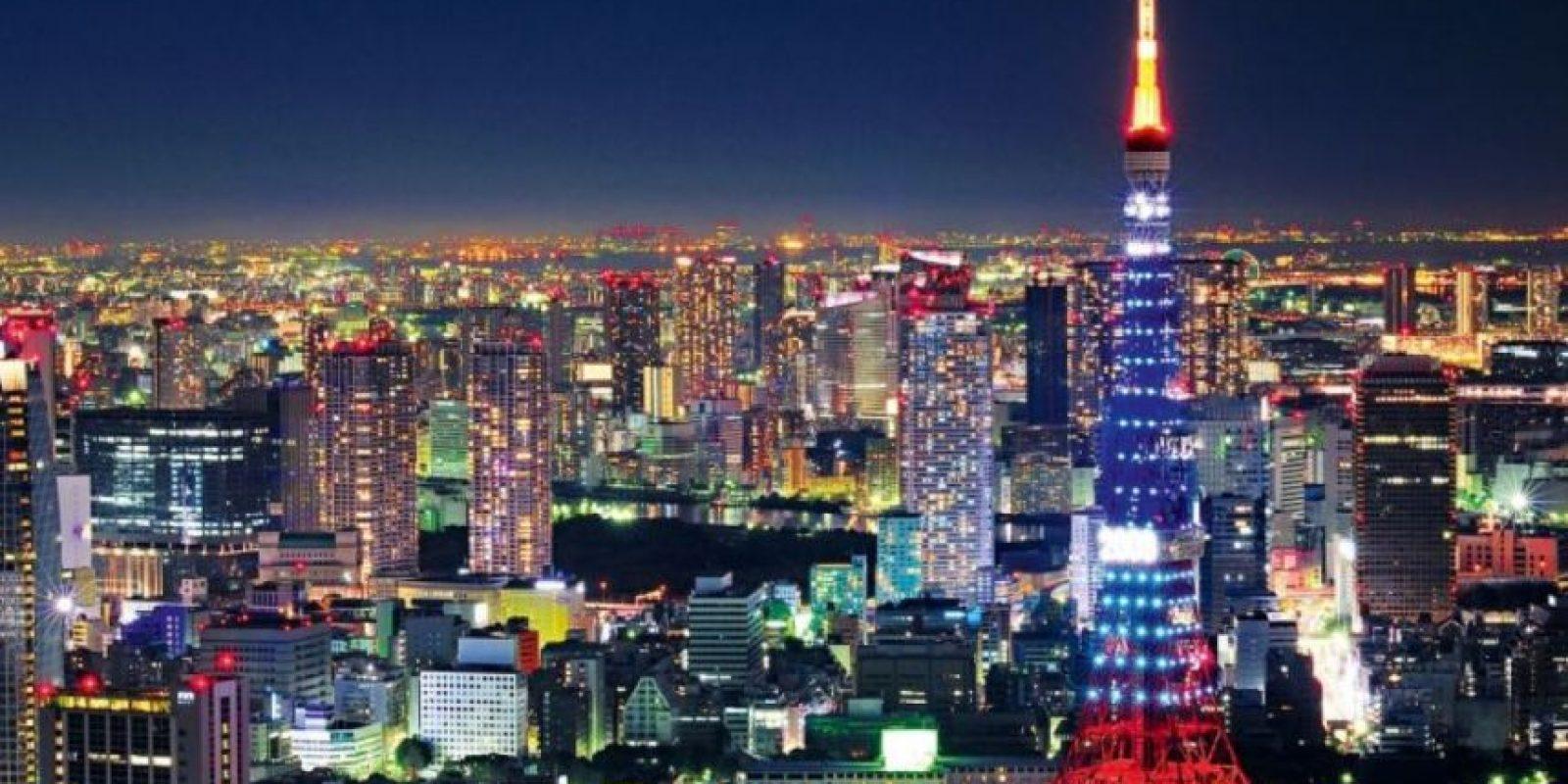 """""""Afinados en Tokio"""" (Tune in Tokyo): Una persona manipula los pezones de la otra al estilo de una radio. No se sabe de dónde viene el nombre de la ciudad. Foto:Wikipedia"""
