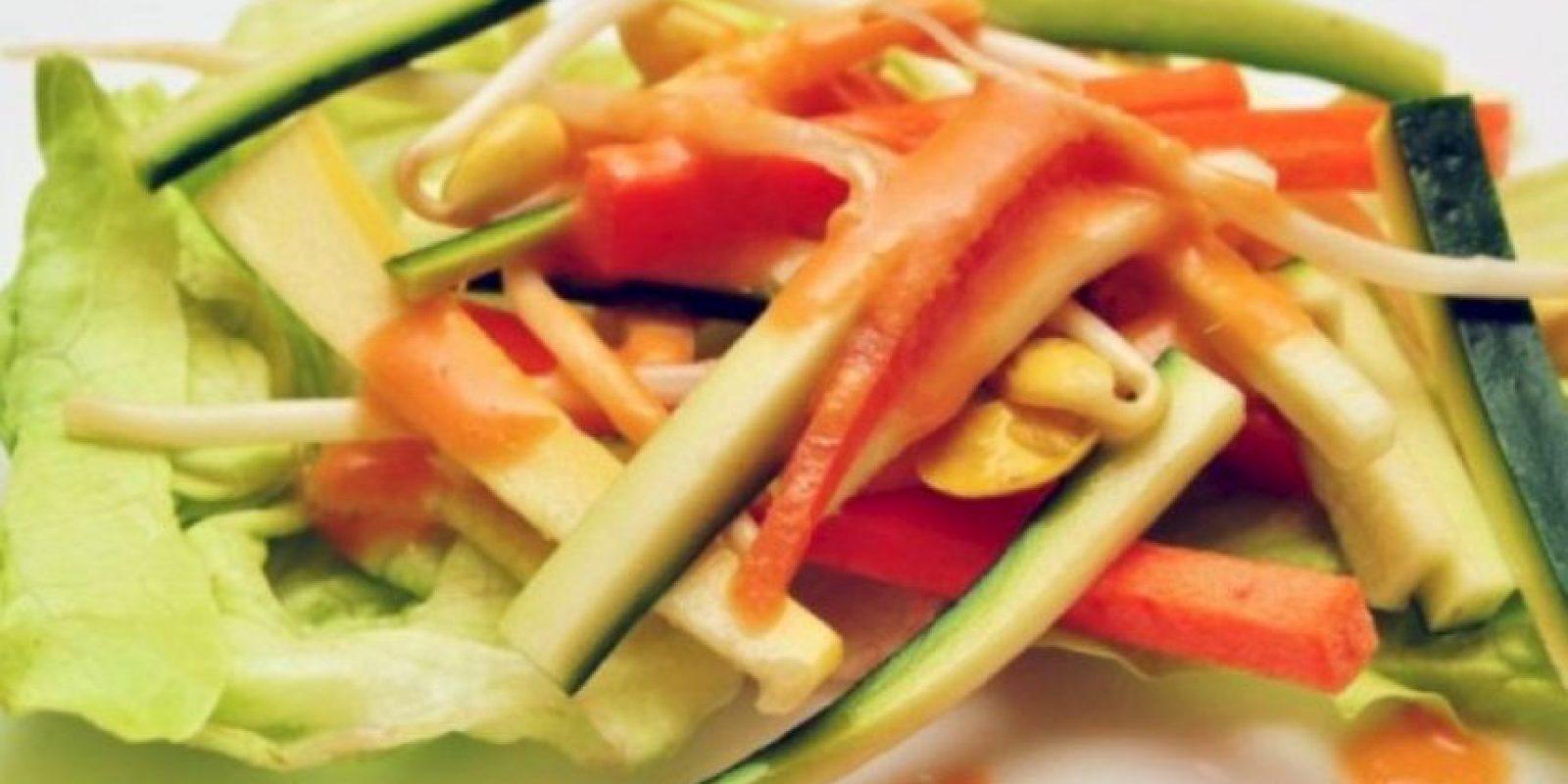 6. Aderezos. La mayoría de los aderezos de ensalada tienen mucha grasa y un alto contenido calórico. Dos cucharadas tienen 200 calorías en promedio. Foto:Tumblr.com/Tagged-salad