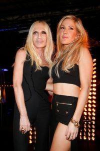 Donatella Versace es conocida en el mundo de la moda por regentar la casa Versace. Foto:Getty Images