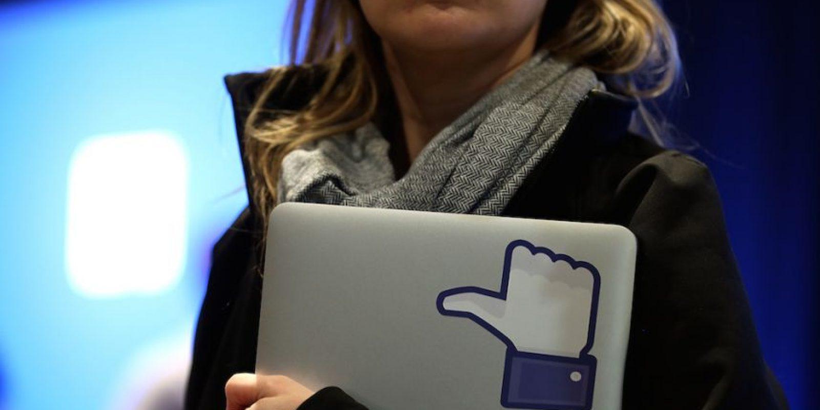 Tener amigos cariñosos en la red social pueden ser peligrosos si su pareja es celosa o no confía en ustedes. Foto:Getty Images