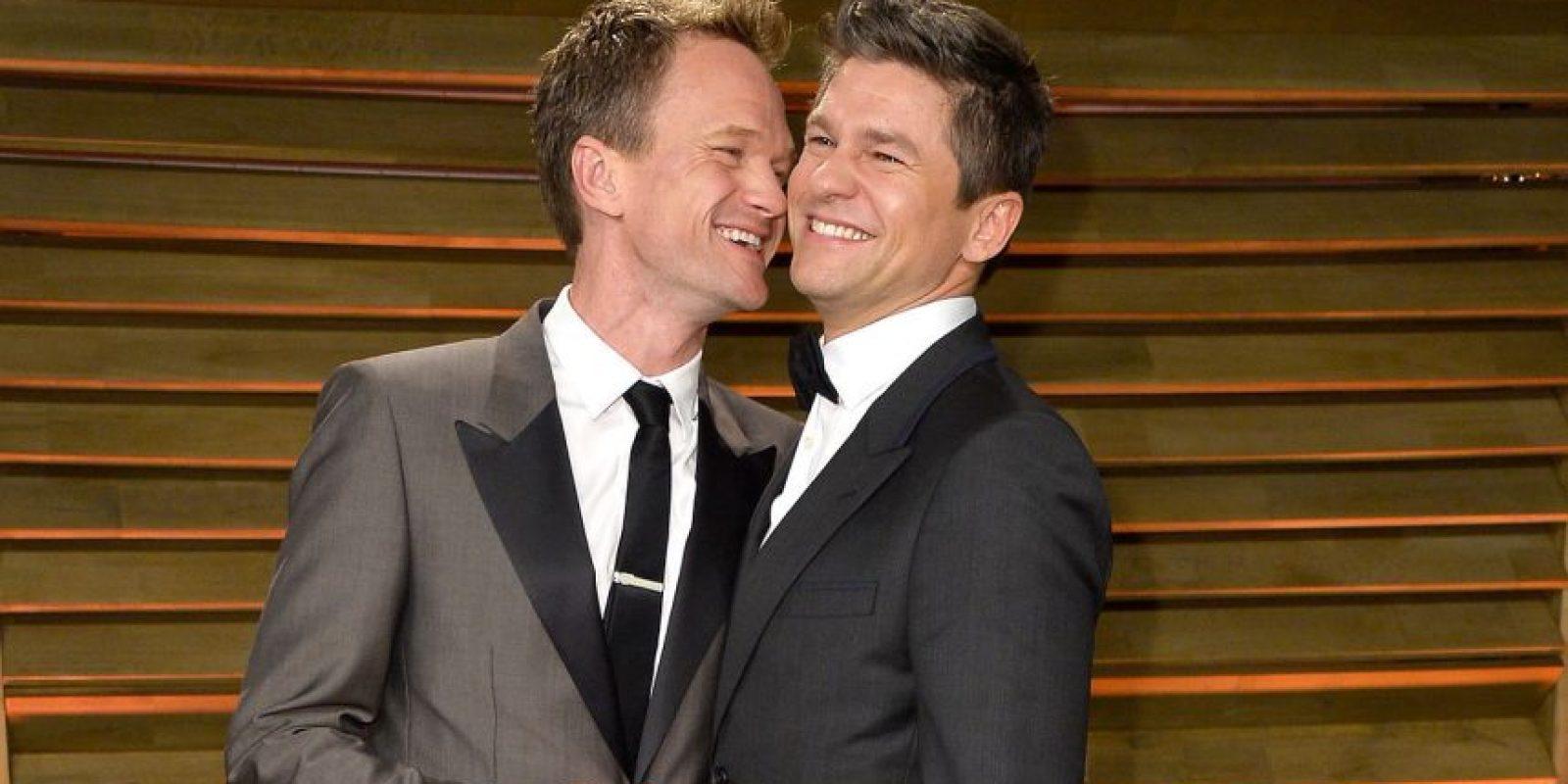 Neil Patrick Harris, quien presentará los Óscar este año y su esposo David Burtka Foto:Getty Images