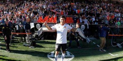 Procedente del Benfica portugués, Pérez llegó al Sevilla español por unos 28 millones de dólares. Foto:twitter.com/valenciacf
