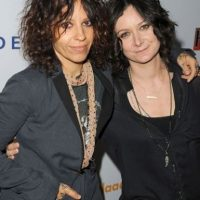La actriz Sara Gilbert y Linda Perry Foto:Getty Images